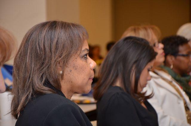 Mujeres diversas asisten a un taller del RSM
