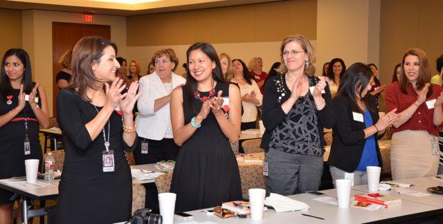 Conferenciante motivaciones provoca una ovación