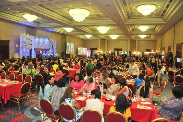 Presentación magistral en la conferencia Crece Mujer de Voces Vitales El Salvador