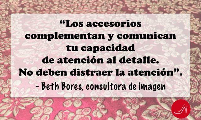 Beth Bores cita sobre uso de accesorios para imagen profesional - Los accesorios complementan y comunican tu capacidad de atención al detalle. No deben distraer la atención.