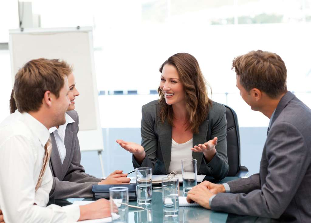 ¿Cuán bien sabes escuchar? Es bueno prestar atención tanto a lo que se dice como a lo que no se dice para ajustar tu mensaje.