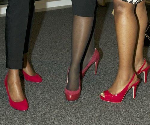 Zapatos rojos como accesorios para cualquier outfit