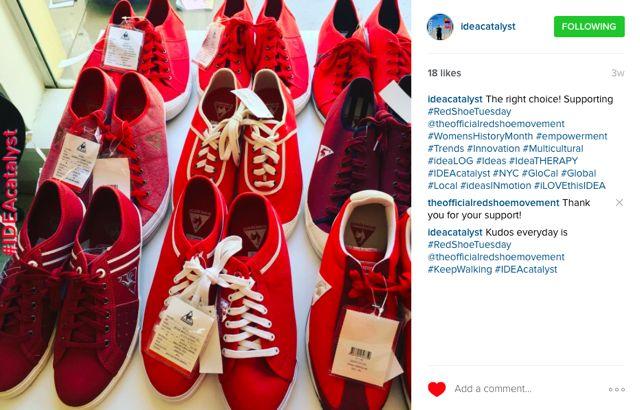 Los martes de zapatos rojos #RedShoeTuesday inspiran posts en redes sociales de todo el mundo.