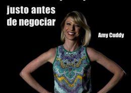 Manten pose poderosa antes de negociar. Amy Cuddy ha explorado su valioso efecto en tu autoconfianza.