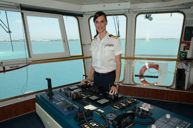Kate McCue, Capitana del Celebrity Summit, es una de las pocas mujeres en un trabajo tradicionalmente masculino