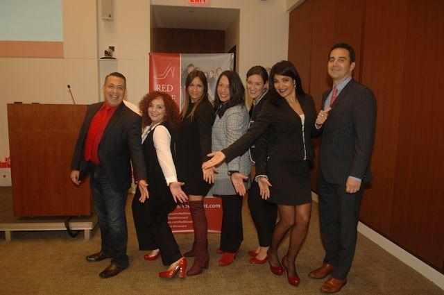 De izquierda a derecha: Ali Curi, Mariela Dabbah, Johanna Torres, Cosette González, Jola Kordowksi, Lily Benjamin y Stephen Palacios.