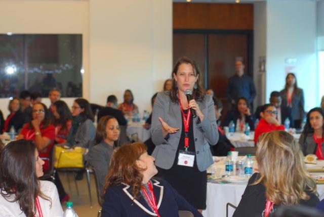Durante el Q&A con Marta Tellado, la audiencia tuvo oportunidad de entrevistarla. Luego Marta entrevistó a la audiencia. Esto es lo que nuestra dinámica de liderazgo propone.