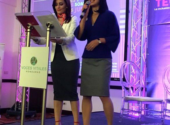 Presentar bien a una oradora no solo es una cortesía profesional. Además prepara el terreno para que la escuchen.