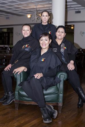 Como parte de la mentoría mutua que practicamos, el equipo de La Fundación de los Colores nos maquilla en los eventos que hacemos en Buenos Aires.
