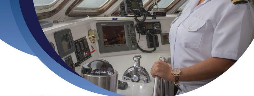 La primera capitana ecuatoriana, Nathaly Albán va al mando del Celebrity Xploration en la zona de las Galápagos
