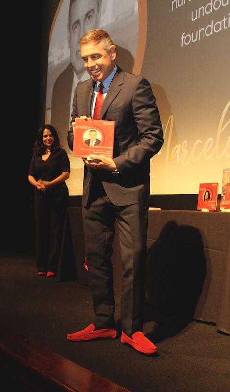 Marcelo Fumasoni, ejecutivo de Novartis, es uno de los aliados más consistentes. Todos los martes luce sus zapatos rojos #RedShoeTuesday