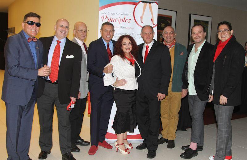 Nuestros aliados lucieron sus accesorios rojos en muestra de apoyo al crecimiento profesional de la mujer.