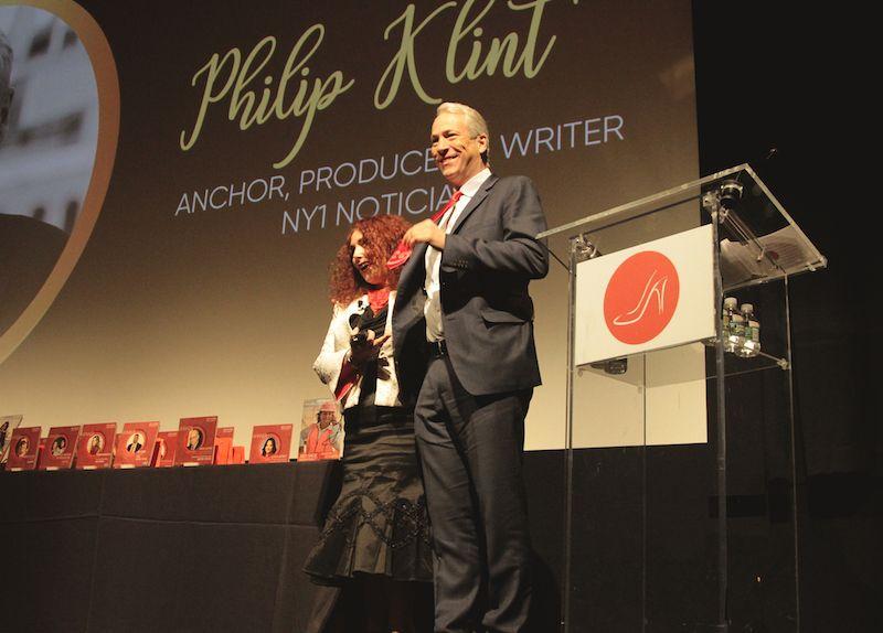 Debutamos nuestra nueva corbata con Philip Klint, conductor de NY 1 Noticias.