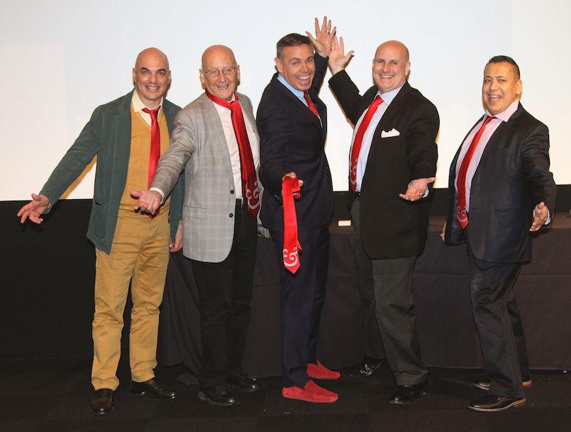 Los ganadores del Premio Red Shoe Leader reciben nuestra nueva corbata icónica con Ampersand