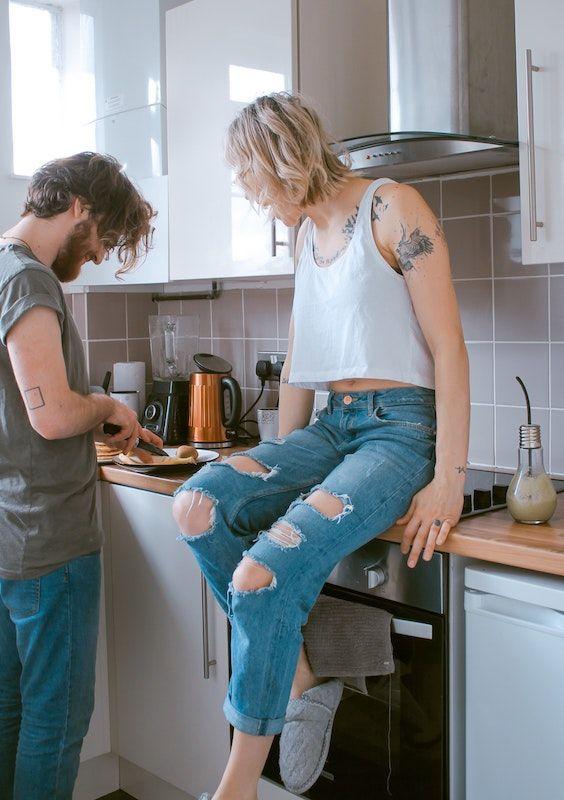 Cocinar juntos, algo para hacer durante la cuarentena. Photo Credit- Toa Heftiba. Unsplash