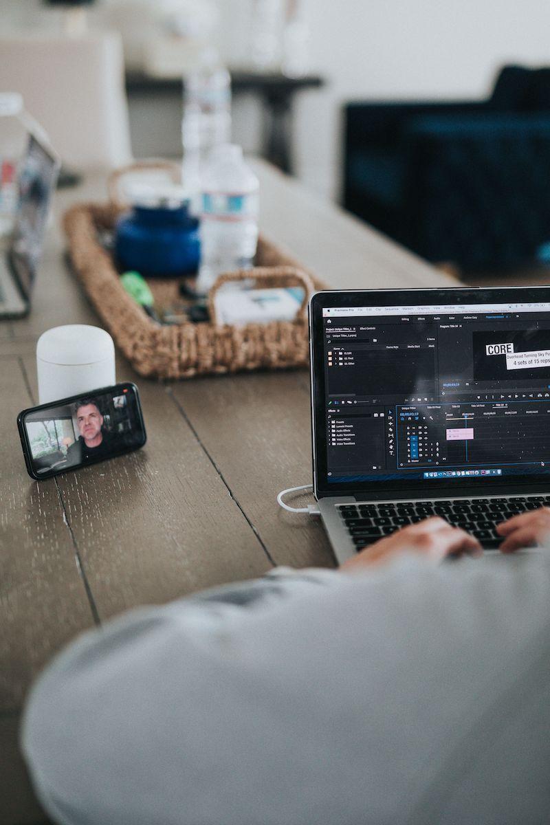 La mejor forma de disfrutar el home office es crear tiempo fronterizo- Photo Credit Nathan Dumlao- Unsplash