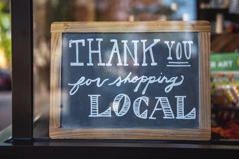 Al comprar localmente fomentas la economia de tu ciudad o pais- Photo Credit-Tim Mossholder-Unsplash
