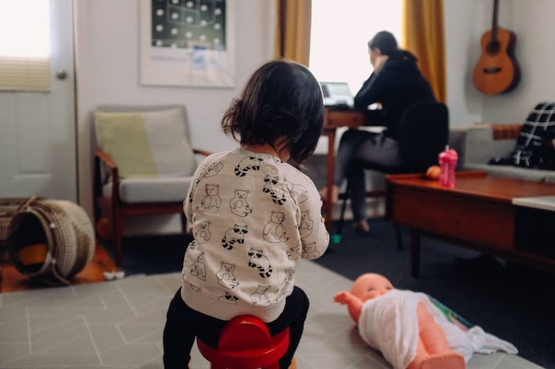 Al renegociar roles de genero las mujeres tienen mayores oportunidades de mantener sus ambiciones profesionales- Photo Credit - Charles Deluvio-Unsplash